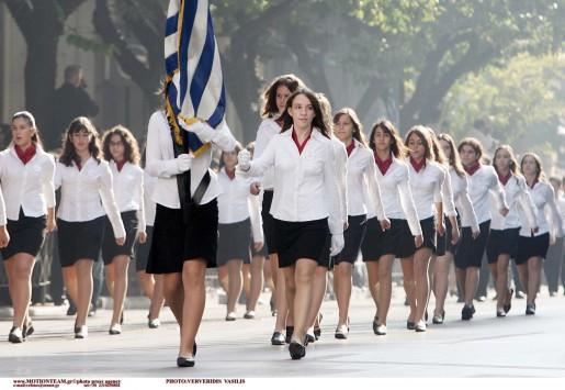 Κρήτη: Η σημαιοφόρος που διχάζει - Θύελλα αντιδράσεων για την αριστούχο μαθήτρια από την Αλβανία!