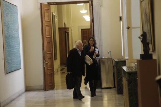 M. Γλέζος: Ζητά κατάργηση των υπουργείων Δικαιοσύνης και Μακεδονίας