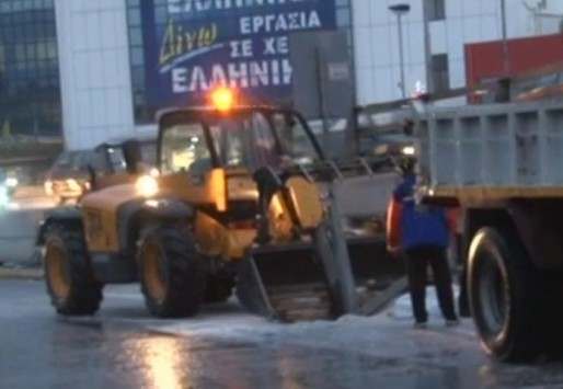 """""""Κατακλυσμός"""" στην Αττική - Δίπλωσε νταλίκα στο Κηφισό – Προβλήματα στην κίνηση"""
