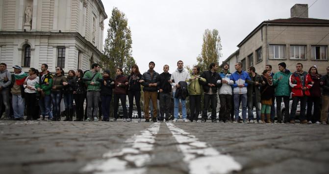 Φοιτητές ετοιμάζονται να κλειδώσουν τους βουλευτές μέσα στη Βουλή της Βουλγαρίας