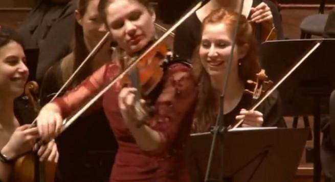 Η Ολλανδέζα που αποθέωσε με το βιολί της τον Τσιτσάνη! - VIDEO