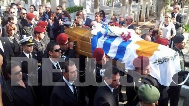 Αποθέωσαν τον Σαμαρά στην κηδεία του Γλαύκου Κληρίδη