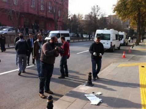 'Ανδρας ζωσμένος με εκρηκτικά προσπάθησε να ανατιναχτεί στο γραφείο του τούρκου πρωθυπουργού Ερντογάν
