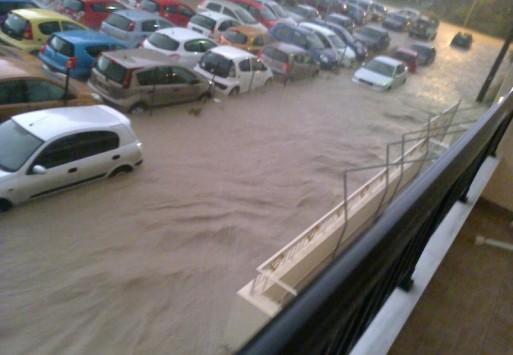 Νύχτα τρόμου ξανά για τη Ρόδο - Πλημμύρισαν σπίτια και δρόμοι - `Ποτάμι` το νερό και στην Κάλυμνο - ΒΙΝΤΕΟ