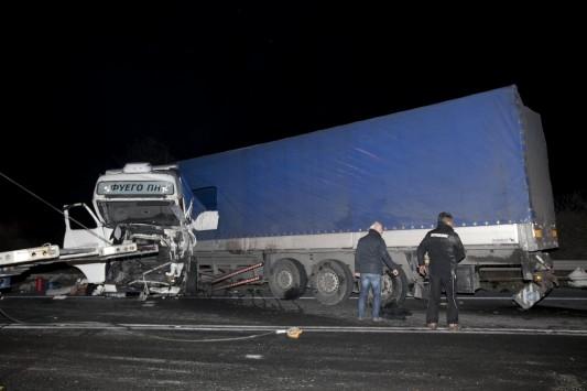 Μάχη για να κρατηθούν στη ζωή δίνουν 2 από τους τραυματίες της τραγωδίας στα Τέμπη – Συγκλονιστικές εικόνες