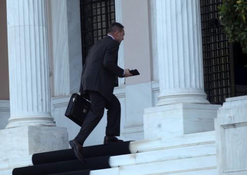«Κύριοι, αποτύχατε! Η τρόικα δεν επιστρέφει» - Συναγερμός στην κυβέρνηση μετά την αναβολή άφιξης των δανειστών - Εκτάκτως στο Μαξίμου ο Στουρνάρας
