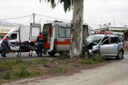 Χτύπησαν στο δέντρο και σκοτώθηκαν δύο νεαροί στην Ε.Ο. Δράμας-Καβάλας