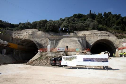 Βόμβα από το Γενικό Λογιστήριο: Πώς χάνει το Δημόσιο 7,5 δισ. ευρώ από τους αυτοκινητόδρομους - `Αντάρτικο` από βουλευτές της κυβέρνησης που απειλούν!