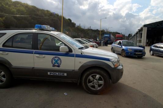 Νεκρός ένας αστυνομικός και δύο κακοποιοί σε ανταλλαγή πυροβολισμών κοντά στα σύνορα με την Αλβανία