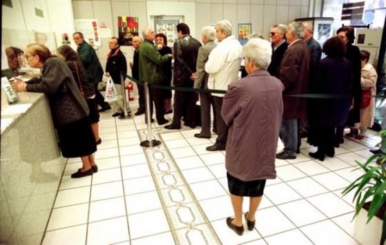Προσοχή! Μεγάλη μείωση των συντάξεων από σήμερα – Δεκάδες χιλιάδες συνταξιούχοι χάνουν το ΕΚΑΣ – Αναλυτικά ποιούς αφορά