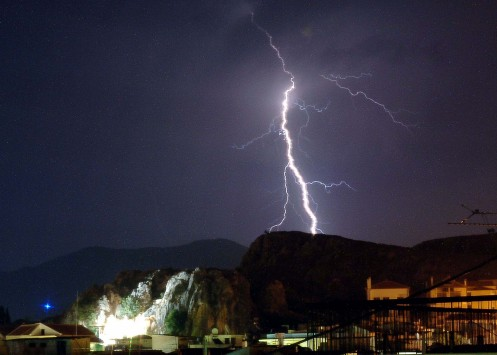 Έκτακτο δελτίο επιδείνωσης του καιρού - Έρχονται καταιγίδες και ισχυροί άνεμοι