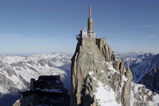 Οι ελβετικές αρχές έκριναν παράνομο ένα... παγκάκι!
