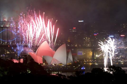 Εκεί, όπου έχει ήδη... φτάσει το 2014! – Φαντασμαγορικοί εορτασμοί για το νέο έτος σε όλο τον κόσμο