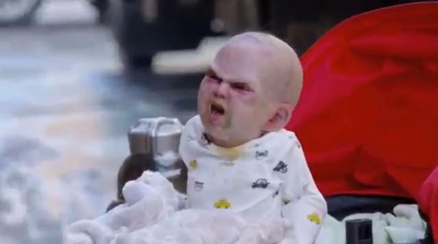 Το... μωρό του Σατανά τρομοκρατεί τη Νέα Υόρκη (VIDEO)