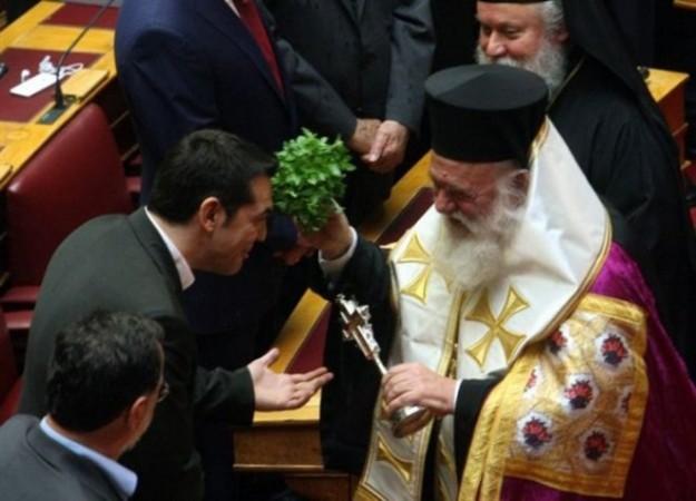 ΝΔ: Πείτε στους Έλληνες εαν είναι άθεος ο Τσίπρας