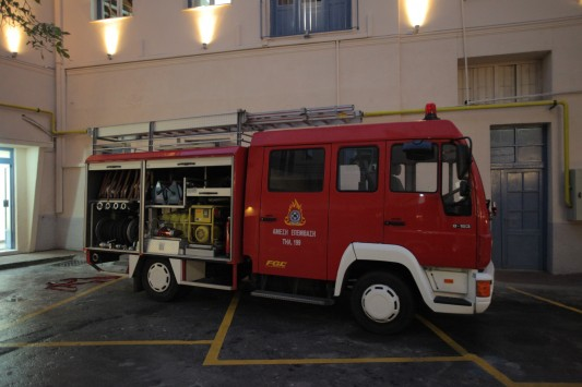 Θεσσαλονίκη: Βούτηξαν 200 μπαταρίες από πυροσβεστικά οχήματα!