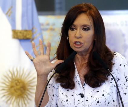 Η Αργεντινή βουλιάζει ξανά - Υποτίμησε αιφνιδιαστικά το πέσο