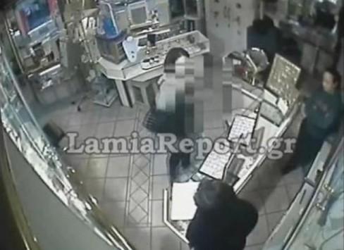 Έπιασαν την κλέφτρα της Λαμίας από το βίντεο!