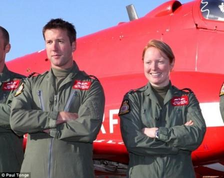 Γάμος μετά από... απαγορευμένη σχέση στη Βρετανική Βασιλική Αεροπορία