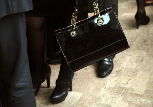 Της... τσάντας έγινε στην Κ.Ο. της ΝΔ! ΦΩΤΟ