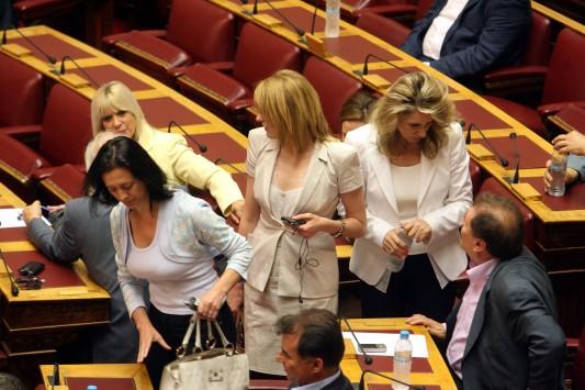 """Καταγγέλλουν τη λεκτική βία σε βάρος γυναικών στη Βουλή - Θυμήθηκαν την """"καλτσοδέτα"""" του Ξυνίδη"""