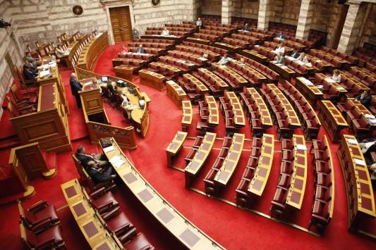 Εικόνα διάλυσης στη Βουλή! Από τους 7 υπουργούς μόνο ένας εμφανίστηκε