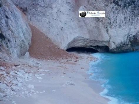 Κεφαλονιά: Νέες απίστευτες εικόνες από την παραλία του Μύρτου - Ο σεισμός έκοψε στα τρία το δρόμο