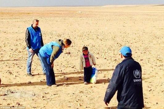 Σπαρακτική εικόνα: 4χρονο αγοράκι από τη Συρία βρέθηκε να περιπλανιέται στην έρημο!