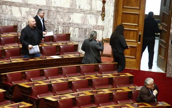 Βρισιές χρυσαυγιτών βουλευτών κατά Μιχελάκη και Σηφουνάκη - `Αρχ@@ια θα σας γαμ@@@@@ε!`