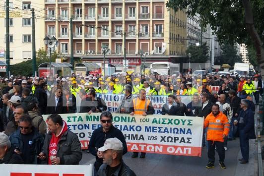 Πορεία εργαζομένων στα λιμάνια - Διαμαρτύρονται για την πώληση του ΟΛΠ