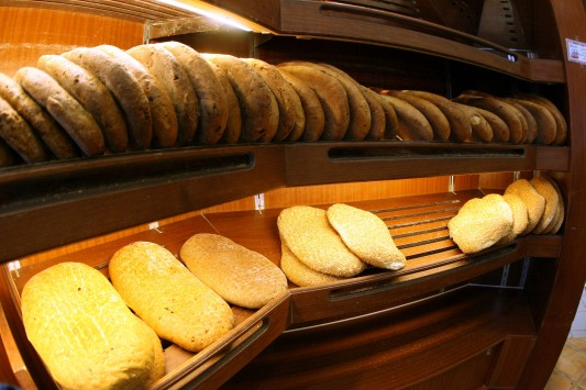 Και με το νόμο ανοιχτά τις Κυριακές φούρνοι, κρεοπωλεία, ιχθυοπωλεία και μανάβικα