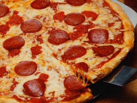 """Οργισμένος πελάτης: """"Έκανα σεξ με την πίτσα σας και κάηκα""""!"""