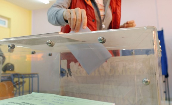 Μια ανάσα η ΝΔ από τον ΣΥΡΙΖΑ σε νέα δημοσκόπηση – Εκτίναξη του ΚΚΕ στο 8,7%