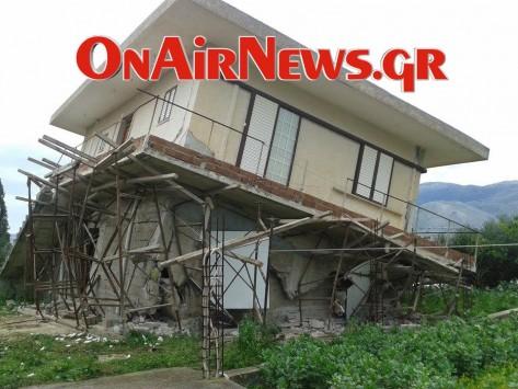 Το σπίτι... έγειρε από το σεισμό! Συγκλονιστικές εικόνες από την `πληγωμένη` Κεφαλονιά