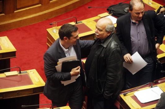 Σοβαρές αντιρρήσεις στον ΣΥΡΙΖΑ για τους χρυσαυγίτες βουλευτές - Ποιοί διαφώνησαν με την άρση ασυλίας