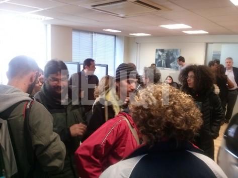 Χθες αλυσοδέθηκαν εξω από τη Βουλή...σήμερα κατέλαβαν το γραφείο του Αρβανιτόπουλου - ΦΩΤΟ