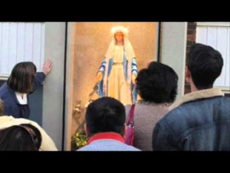 Θαύμα στο Βέλγιο; Άγαλμα της Παναγίας σε σπίτι λάμπει μόνο του στο σκοτάδι