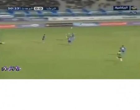 ΑΠΙΘΑΝΟ γκολ με τακουνάκι από τα 30 μέτρα (VIDEO)