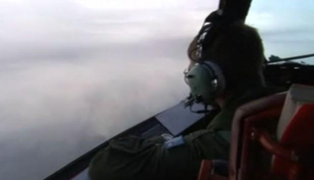 Δε βρίσκουν τίποτα! Άφαντα τα συντρίμμια του Boeing της Malaysia Airlines – Η κακοκαιρία δυσχεραίνει τις έρευνες