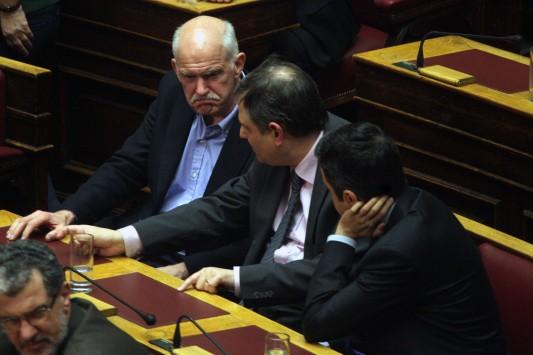 Βήμα πίσω δεν κάνει ο Παπανδρέου για αποχώρηση του ΠΑΣΟΚ από την κυβέρνηση - `Καρφώνει` τον Μπαλτάκο και μιλά για εξωθεσμικά παιχνίδια