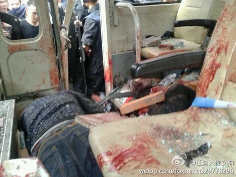 Οργισμένο πλήθος ξυλοκόπησε μέχρι θανάτου 4 αστυνομικούς - ΠΡΟΣΟΧΗ! Σκληρές εικόνες!