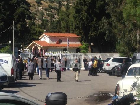 Θρήνος στην κηδεία του 13χρονου που σκοτώθηκε στο λούνα πάρκ