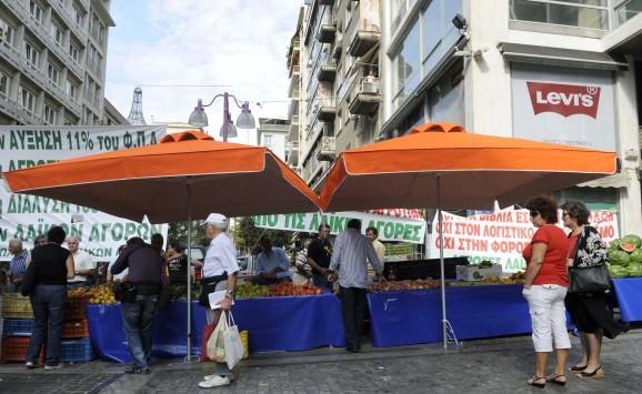 Σε ποιες περιοχές θα μοιράσουν την Τετάρτη δωρεάν φρούτα οι παραγωγοί των λαϊκών αγορών