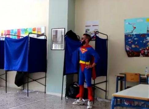 Εκλογές 2014: Ψήφισε και ο Superman! - VIDEO