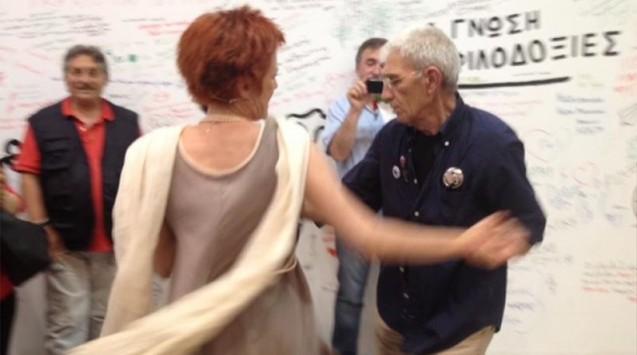 Θεσσαλονίκη: Ο λάτιν χορός του Γιάννη Μπουτάρη με τη σύντροφό του - Δείτε τα βίντεο από τα επινίκεια!