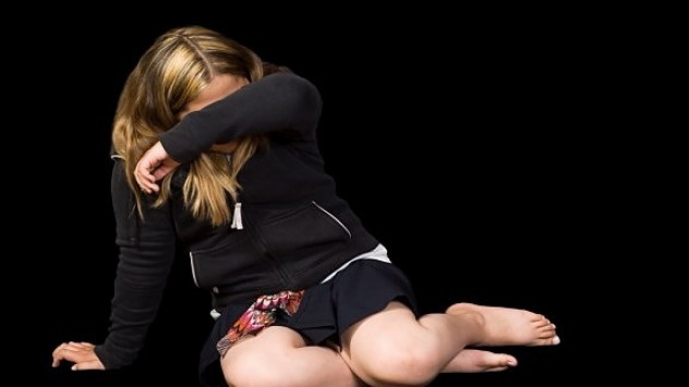 Γυναίκα βίασε ανήλικη στο Μενίδι!
