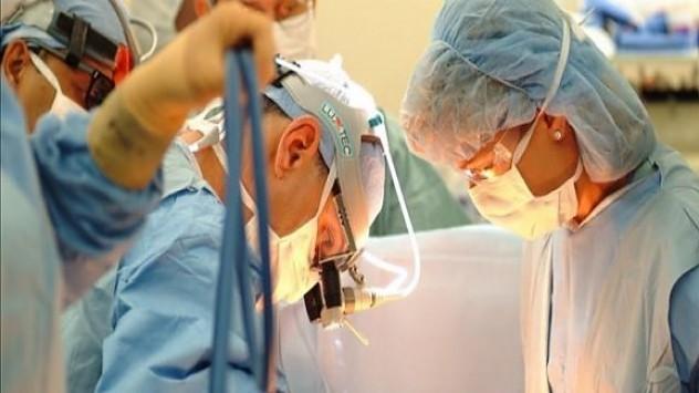 Εγκληματικό! Γιατρός ξέχασε χειρουργικό γάντι μέσα σε ασθενή