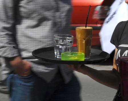 Βόλος: Ο υπάλληλος καφετέριας που έγινε θέμα συζήτησης για την τιμιότητά του - Πήρε αύξηση για την πράξη που έκανε!