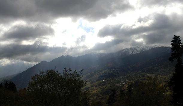 Επιστρέφουν τα... 30αρια! Βοριάδες στο Αιγαίο και βροχές στα ανατολικά και νότια - Όλη η πρόγνωση του καιρού