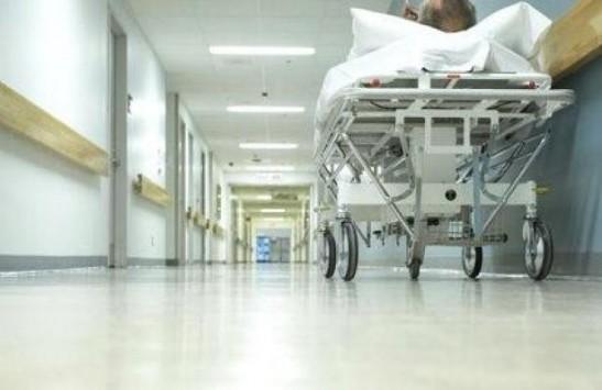 Πάτρα: Πέθανε αλλά δεν τον παίρνουν από το θάλαμο του νοσοκομείου γιατί... δε μπορούν να τον μεταφέρουν!